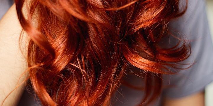 a-henna-e-um-corante-natural-que-oferece-cor-e-brilho-aos-seus-cabelos