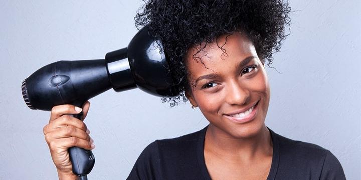 como secar o cabelo cacheado