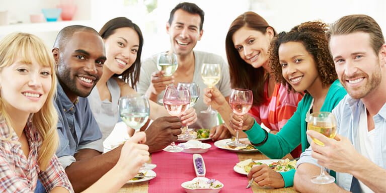 Ingerir líquido durante as refeições realmente engorda?