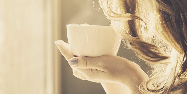 Como ter noites melhores tomando um chá antes de dormir