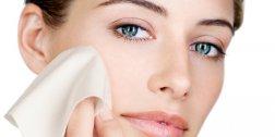 Dicas para controlar a oleosidade da pele no verão